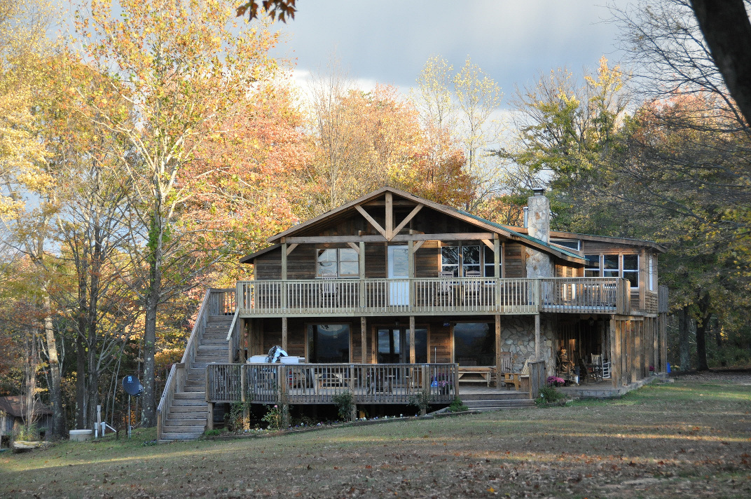 Singletree Inn And Lodge Photo Near Hanging Rock State Park NC